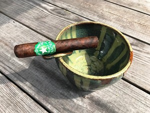Robusto (5x50)...for scale.